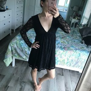 Wild Pearl Dresses - Black lace long sleeve dress